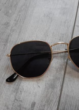 В наличие стильные солнцезащитные очки в стиле ray ban,унисекс!