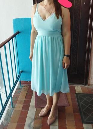 Красивое нежное платье с интересной спинкой