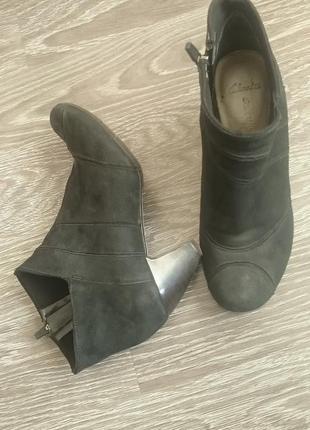 Ботинки ботики кожа нубук clarks