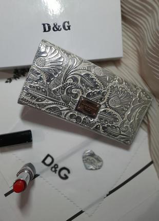 Кошелек кожаный серебро светлое  цветы как чеканка ,  магнит