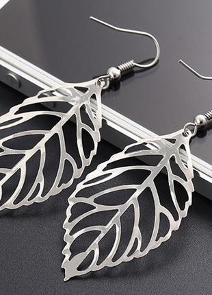 Изящные милые серьги под серебро в виде листьев дерева листопад