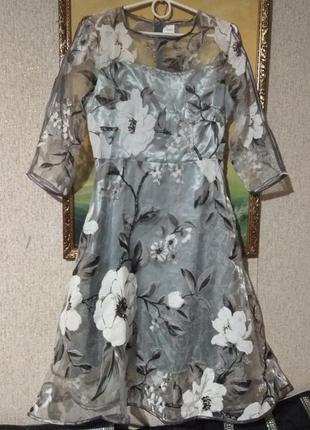 Милое нежное платье с белыми цветами