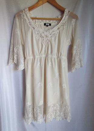Нежное привлекающее платье