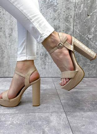 Босоножки на платформе и каблуке