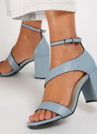 Удобные стильные кожаные босоножки женские голубые нежные аккуратные 40 размер на толстом высоком каблуке устойчивые красивые трендовая женская обувь