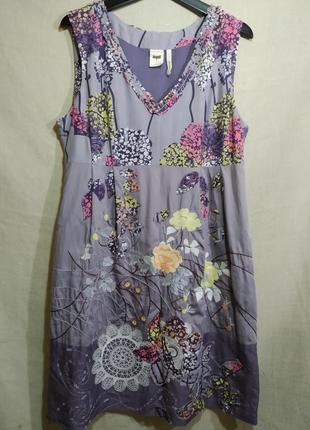 Платье с вышивкой и аппликацией