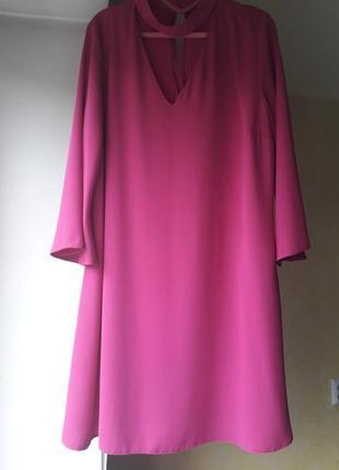 Платье сочная фуксия парящее легкое с чокером