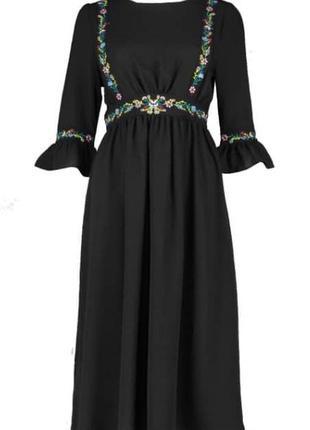 Сукня міді з вишивкою