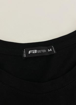 Чёрная женская футболка с принтом fb sister2 фото