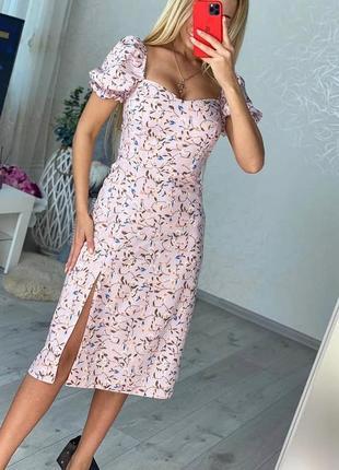 Нежное летнее платье с разрезом