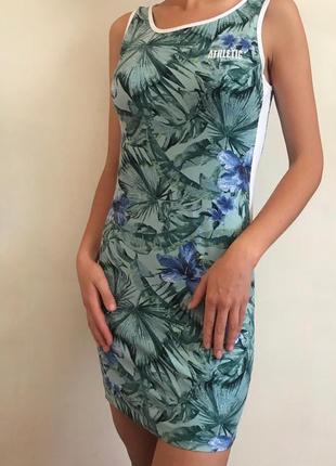 Короткое платье по фигуре2 фото