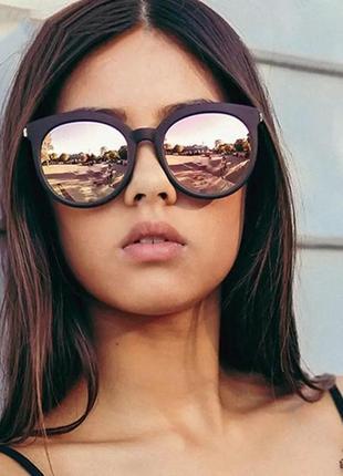 Стильные солнцезащитные очки женские. винтаж очки тренд 2021года! чёрные с золотым