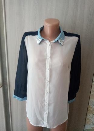 Красивая блузка с  воротничком с стразами