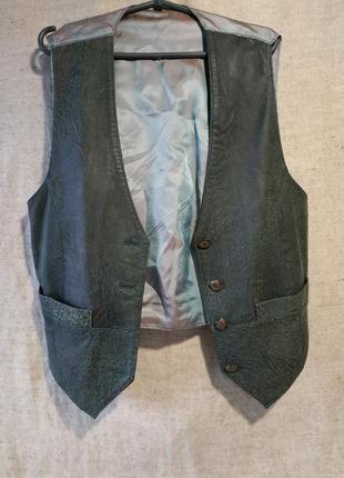 Кожаный жилет классическая модель. натуральная кожа