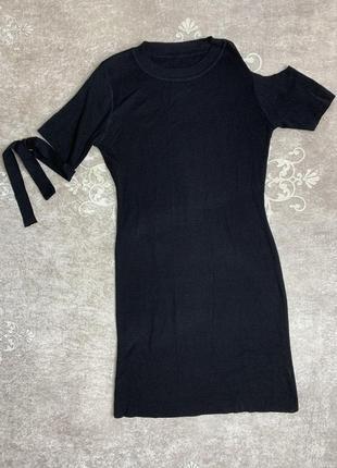 Платье с декоративными рукавами