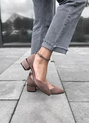 Очень удобные туфли на маленьком каблуке