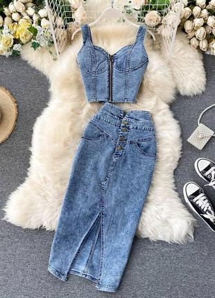 Джинсовый костюм, костюм с юбкой, топ на молнии, топ и юбка, джинсовая юбка