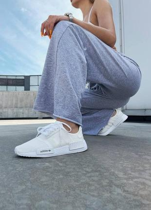 Женские кроссовки на лето adidas nmd r1 triple white адидас нмд белые