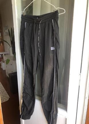 Легкие спортивные штаны bershka