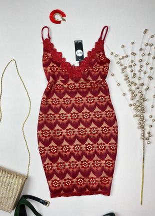 Бордовое кружевное платье на бежевой подкладке boohoo