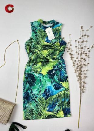 Зелёное платье в пальмы по фигуре bershka, вырез на спине