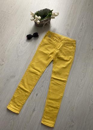 Женские яркие жёлтые джинсы denim