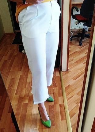 Красивые белые укороченные брюки с интересными акцентами германия размер 40 l