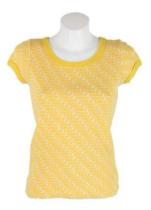 Желтая футболка с принтом only