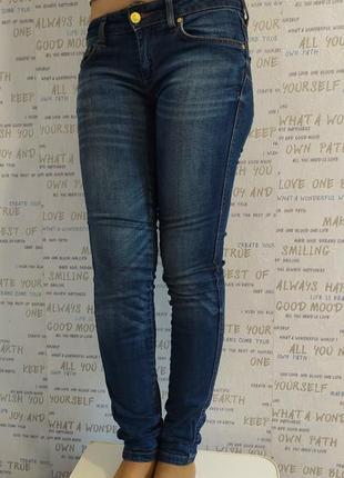 Темно синие джинсы mango