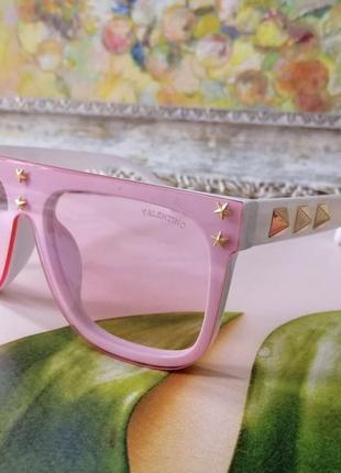 Милые стильные бело розовые брендовые солнцезащитные женские очки 2021