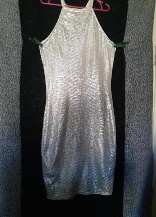 Вечернее, выпускное платье. летнее, легкое женское облегающее серебристое платье по фигуре на лето.