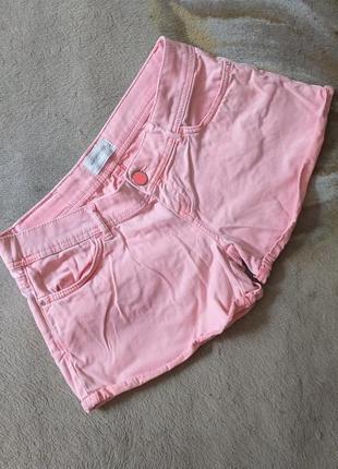 Неоновые шорты. джинсовые шорты. розовые, коралловые шорты.