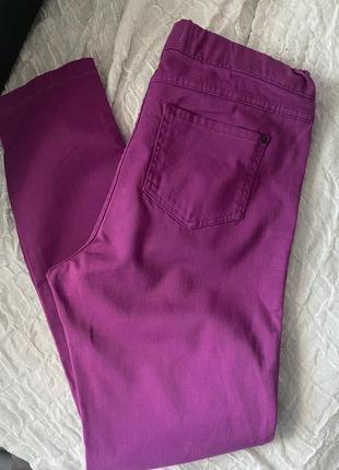 Яркие джинсы на резинке