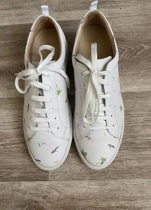 Неимоверные кроссовки, привезённые  из португалии фирмы nobrand) стоили 214 евро)