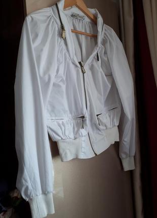 Стильна курточка вітровка