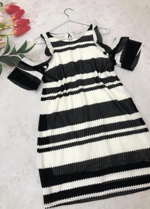 Плаття від бренду zara