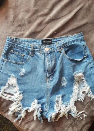 Рваные джинсовые шорты,  высокая талия. prettylittlething