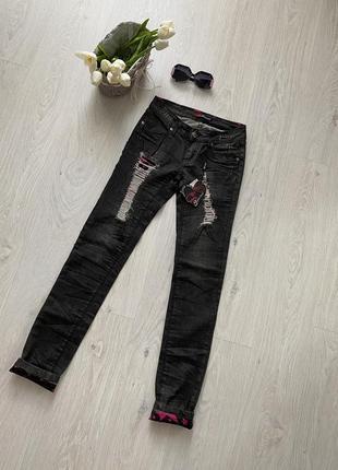 Стильные рваные джинсы sarah chole италия
