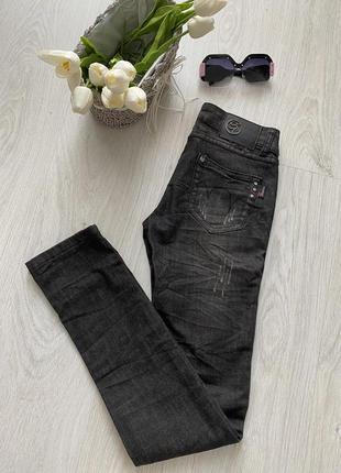 Стильные рваные джинсы sarah chole италия7 фото