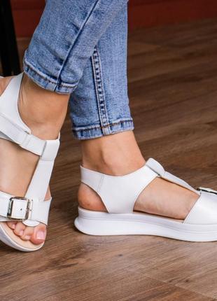 Кожаные босоножки сандали на танкетке белые летние (натуральная кожа) - женская летняя обувь 20213 фото