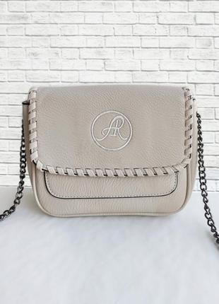 Наплечная сумочка с клапаном и вышивкой 2 цвета