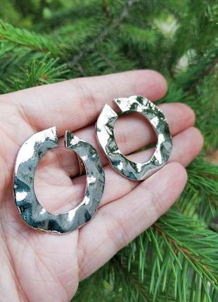 Круглые серьги кольца серебристые