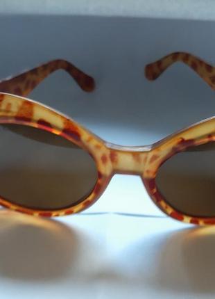 Очки солнцезащитные  роговая оправа