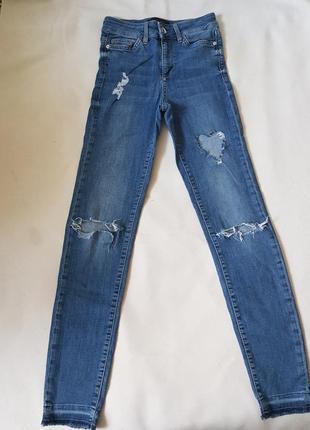 Летние джинсы с высокой посадкой.