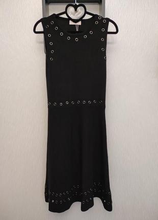 Черное платье бренда latitia mem