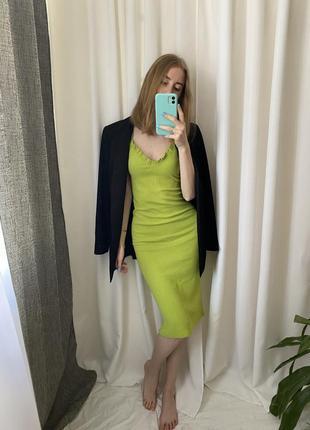 Платье в актуальный цвет zara