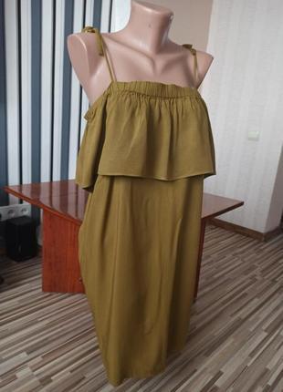 Оливковое воздушное платье на плечи
