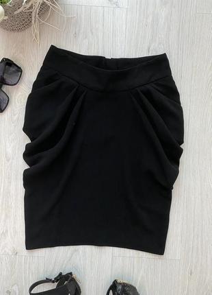 Красивая фирменная чёрная юбка в деловом стиле3 фото