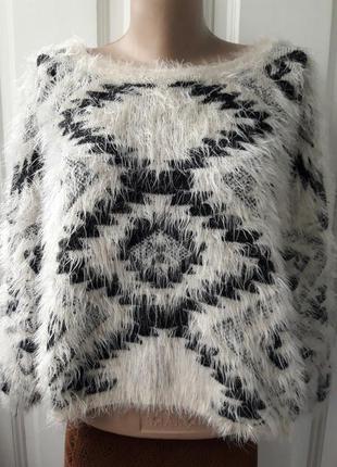 Стильный бежевый свитер травка в орнамент