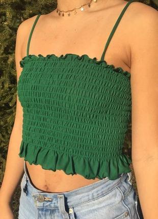 Насичено зелений топ резинка з рюшами від forever 21